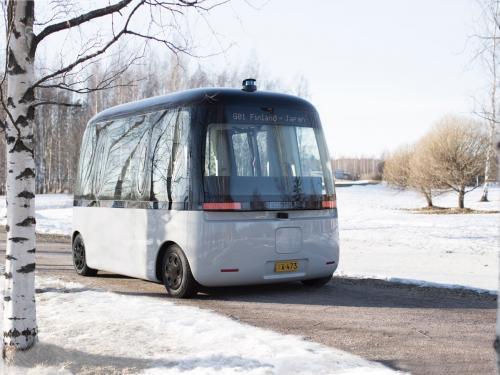 Der Allwetterrobotbus GACHA macht sein Jungfernfahrt im winterlichen Helsinki